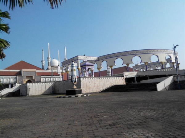 Halaman Masjid Agung