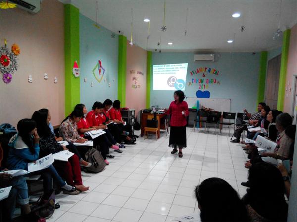 pemantik diskusi Susi Rio Panjaitan (YRAM)